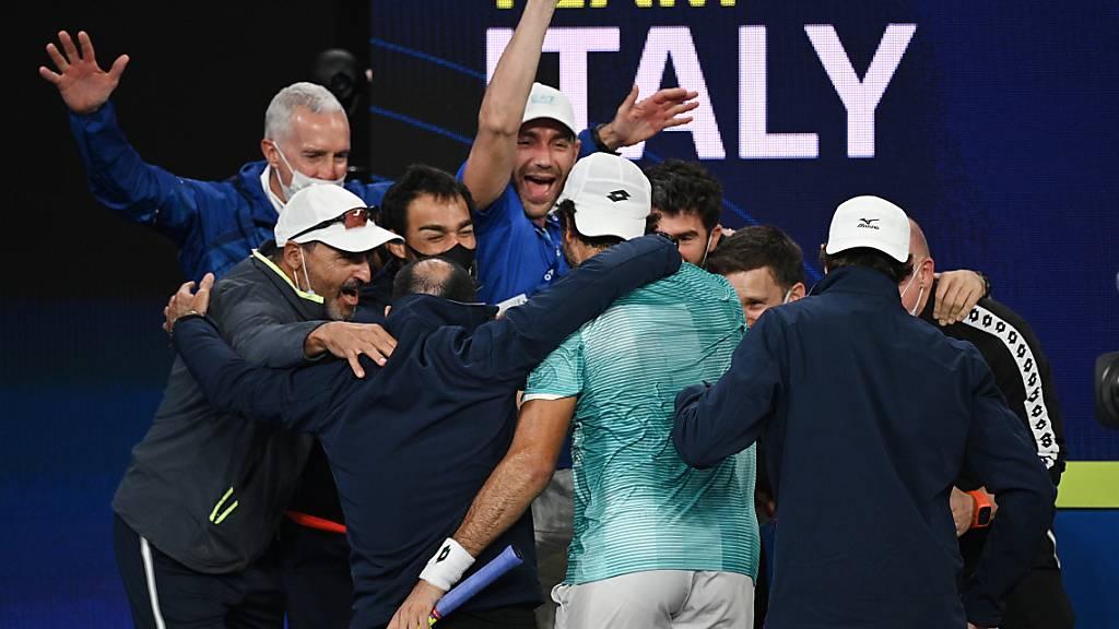 Italien und Russland beim ATP Cup im Final