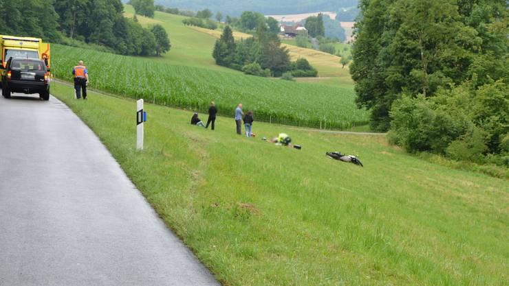 Der Motorradfahrer stürzte auf der Rünenbergerstrasse in Gelterkinden in einer Rechtskurve.