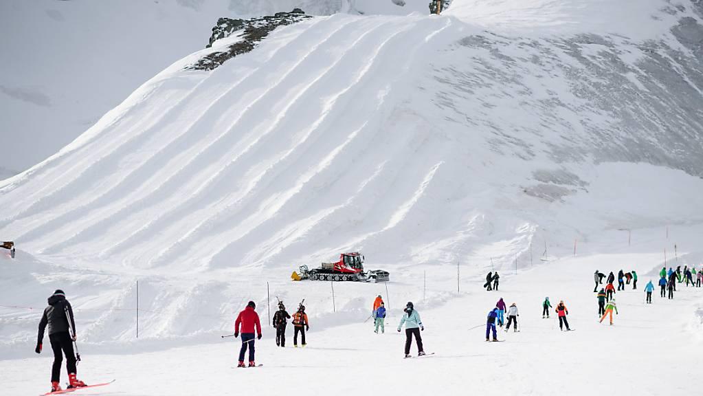 Hier im Skigebiet Saas-Fee Allalin hat am Samstagmittag eine Lawine vier Personen erfasst. Alle blieben unverletzt. (Symbolbild)