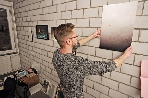 Der Fotograf und Schriftsteller Guillaume Musset richtet sich noch ein.