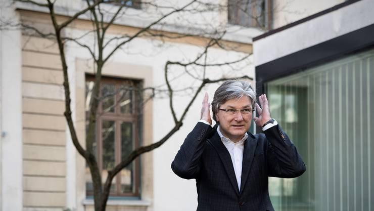 «Wir machen nicht jeden billigen Unsinn mit», sagt Stephan Schmidt im Interview. Beim Fototermin beweist er trotzdem Humor.