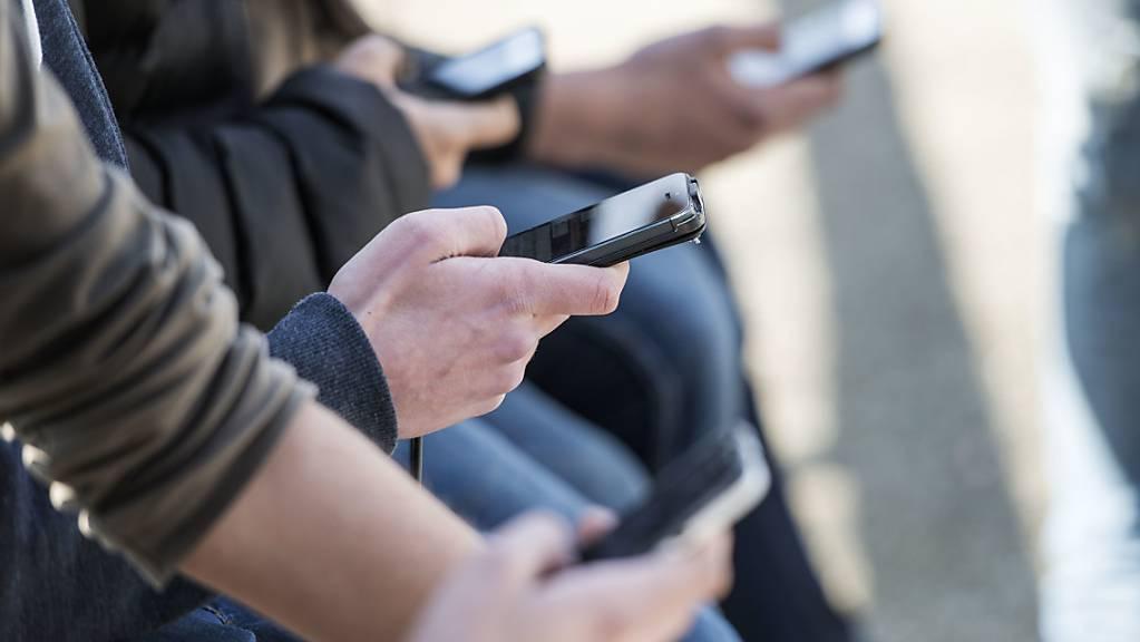 Der Handyanbieter Mobilezone hat im vergangenen Jahr bei Umsatz und Gewinn zugelegt. (Archivbild)