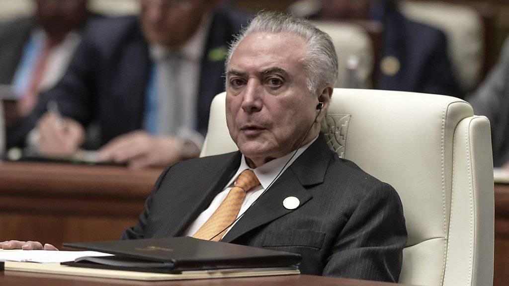Brasiliens Präsident Michel Temer hat einen Rückschlag bei der Bekämpfung von Ermittlungen gegen ihn erlitten (Archivbild)