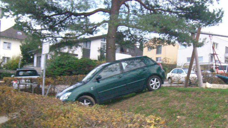 Viel Glück im Unglück: Die 73-jährige Autolenkerin konnte Kindern, die auf Spielplatz spielten, ausweisen.