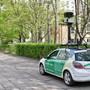 ARCHIV - Google Street View ging in Deutschland vor zehn Jahren an den Start. Mit speziellen Kameraautos filmt Google weltweit immer wieder die Straßen ab. Foto: Tobias Kleinschmidt/dpa