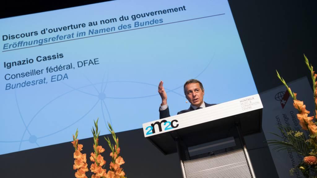 Bundesrat Ignazio Cassis 2018 am Auslandschweizerkongress in Montreux. Seither hat die Zahl der Auslandschweizerinnen und -schweizer zwar weiter zugenommen, aber die Kurve flacht ab (Archivbild)