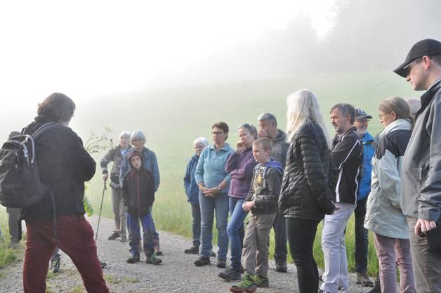Meinrad Bärtschi mit interessierten Teilnehmern