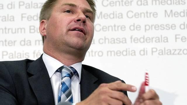 SVP-Präsident Toni Brunner vor den Medien (Archiv)