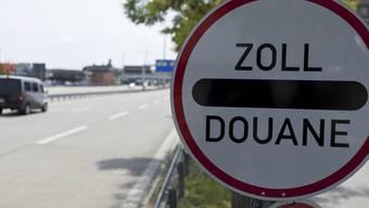 Zoll-Strassenschild beim Basler Grenzübergang Schweiz-Deutschland