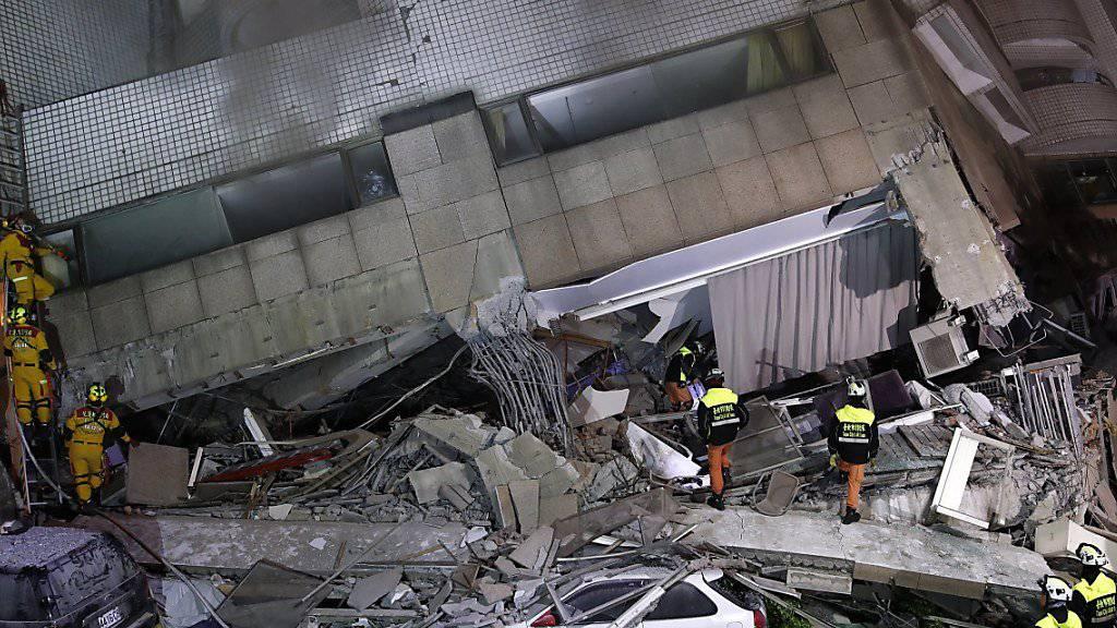 Bei einem Erdbeben im Osten Taiwans sind mehr Opfer zu beklagen als bisher angenommen.