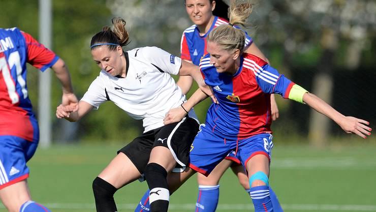 Kerstin Boschert (r.) und ihre Mitspielerinnen vom FC Basel sind heiss auf den Titel. Keystone