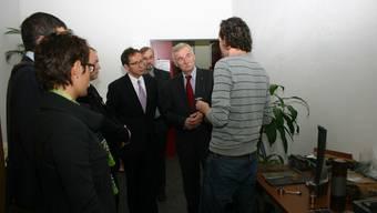 Jürgen Seidel, Wirtschaftsminister von Mecklenburg-Vorpommern (Mitte), links steht Regierungsrat Urs Hoffmann.