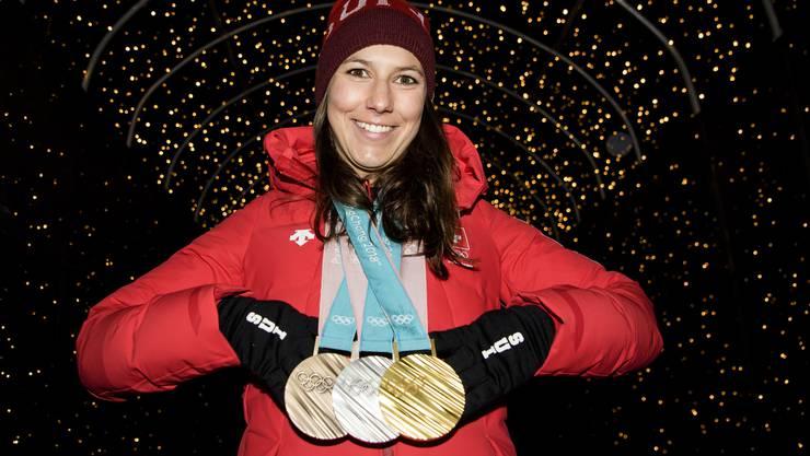 Wendy Holdener hat 3 der 15 Schweizer Medaillen geholt, eine davon im Ski-Team-Event.