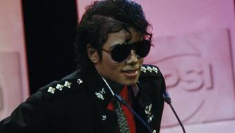 """Der 2009 verstorbene """"King of Pop"""" verdient nach wie vor rund 825 Millionen Dollar pro Jahr: Michael Jackson in einer Aufnahme aus dem Jahr 1986."""