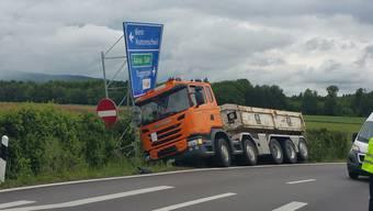 LKW-Unfall in Hunzenschwil an der Autobahnausfahrt Aarau Ost