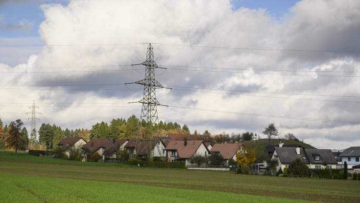 Die Starkstromleitung über Niederwil soll durch eine noch stärkere Leitung ersetzt werden – die Gemeinden wehren sich.