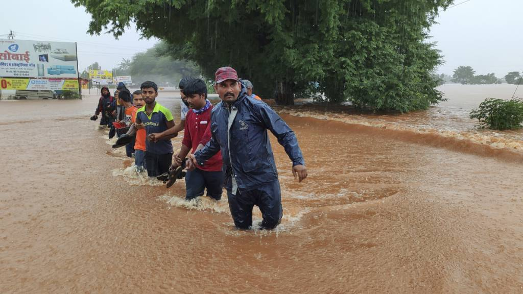 Dutzende Tote nach Monsunregen in Indien - auch Philippinen betroffen