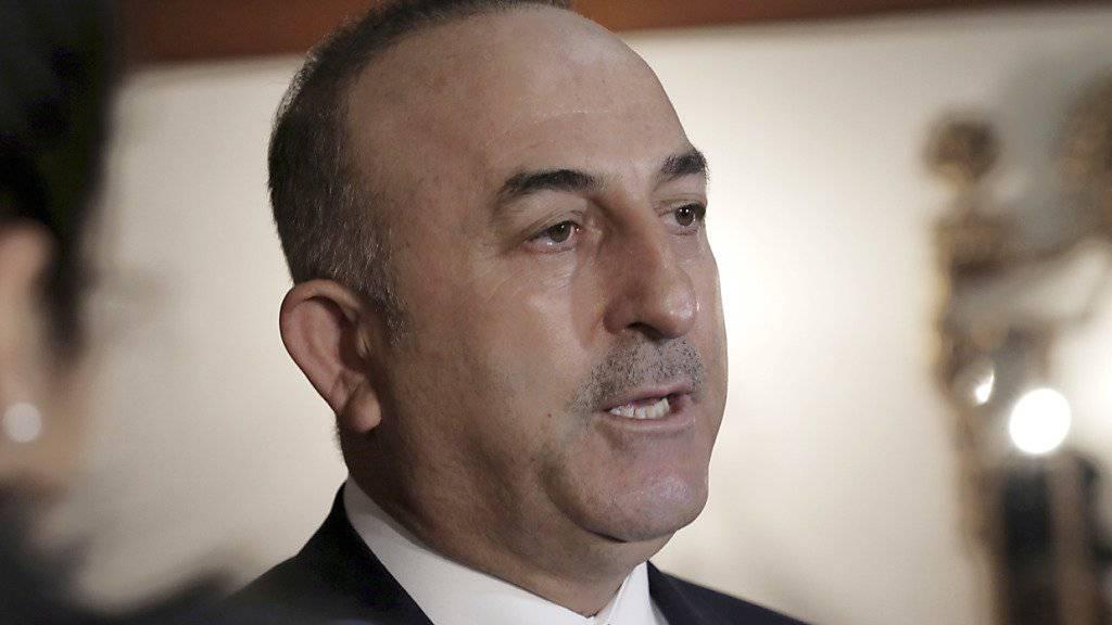 Will trotz Verboten an Wahlkampfveranstaltungen in den Niederlanden festhalten: der türkische Aussenminister Mevlut Cavusoglu.
