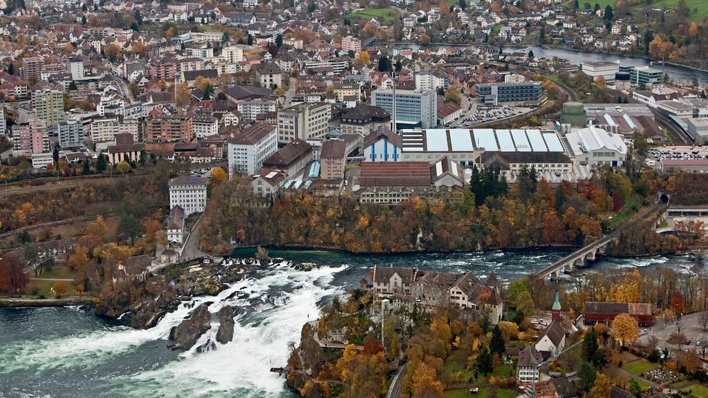 Zum beispiel Neuhausen am Rheinfall kann von belgischen Touristen wieder ohne Konsequenzen in der Heimat besucht werden.