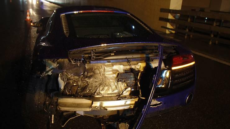 Am PS-starken Auto und an der Leitplanke entstand Schaden für rund 80'000 Franken.