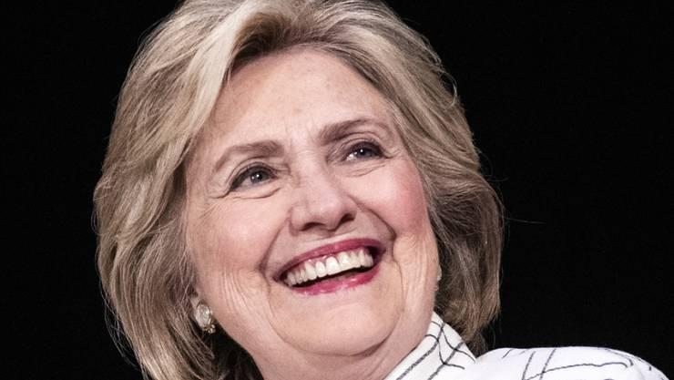 Unterstützende Worte: Die ehemalige US-Präsidentschaftskandidatin Hillary Clinton kann kaum mit ansehen, wie britische Boulevard-Medien mit Herzogin Meghan umgehen, und nimmt sie in Schutz.