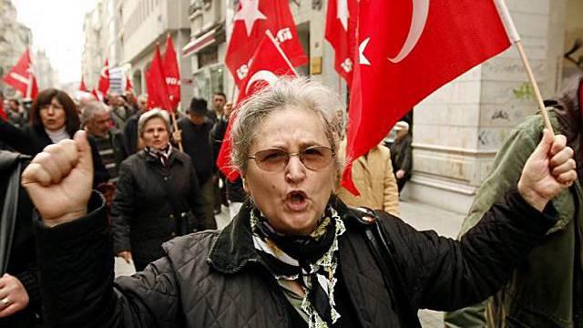Demonstartionen in Istanbul gegen den US-Beschluss zum Armenienkrieg