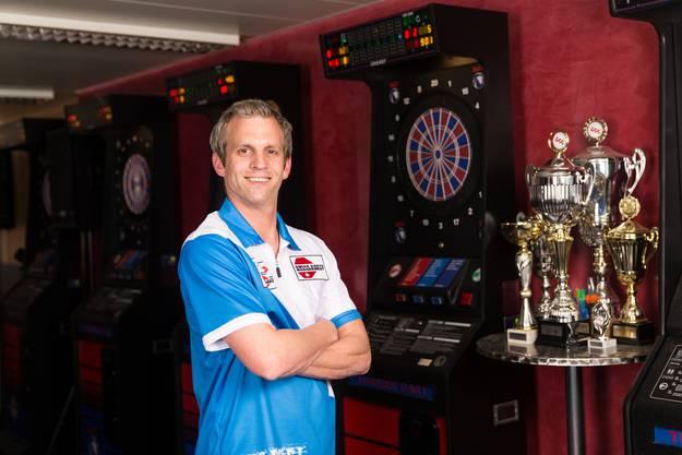 Er spielt an den 25. Schweizer Meisterschaften im Electronic Darts in Dietikon.