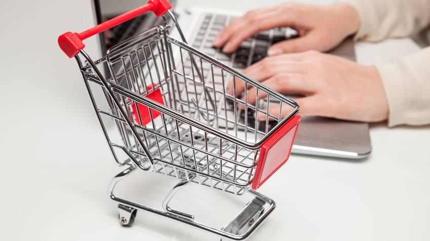 Vernetzt: Schweizer shoppen verhalten online