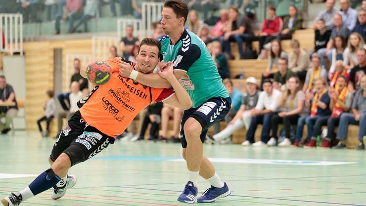Möhlins Florian Wirthlin kämpft sich durch die Verteidigung.