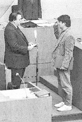 Amtseid in Turnschuhen: 1985 im Hessischen Landtag.