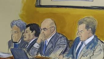 """Die Geschworen im Prozess gegen den mexikanischen Drogenboss Joaquín """"El Chapo"""" Guzmán (im Bild Zweiter von links) haben auch am dritten Tag ihrer Gespräche kein Urteil gefällt."""