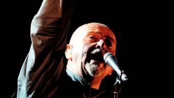 Peter Gabriels kratzige Stimme passt perfekt zu den gestrichenen Meleodien des Orchesters.