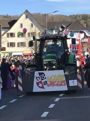 Den Fasnachtsumzug in Breitenbach führten die Heimatwaggis Brislach an.