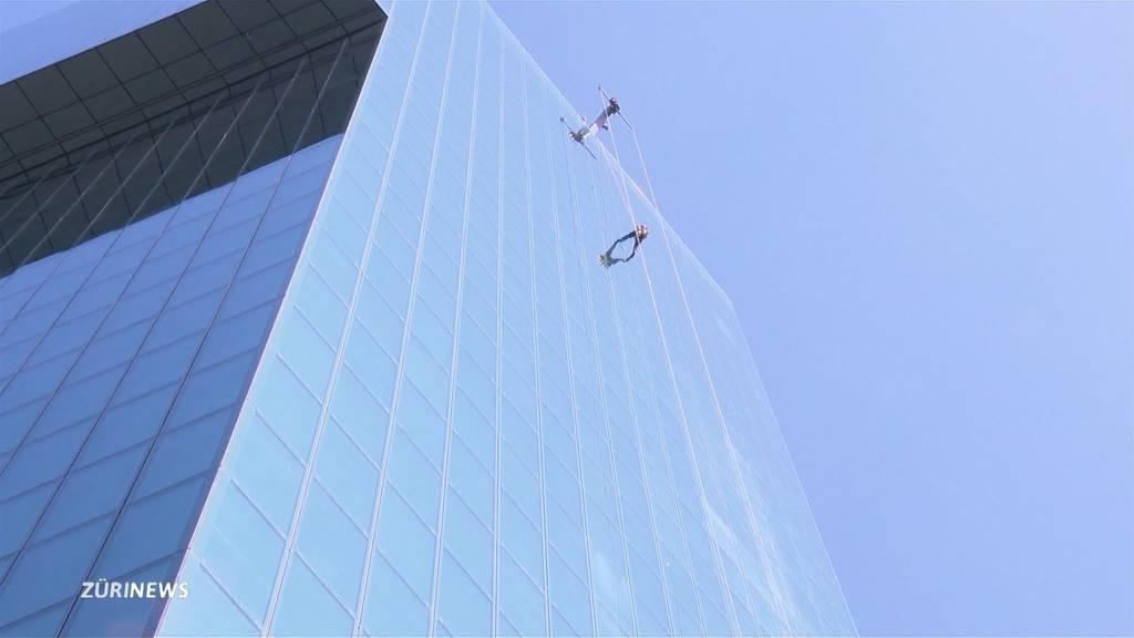Rettungsübung im 23. Stock des Prime Towers: Höhenretter proben den Ernstfall