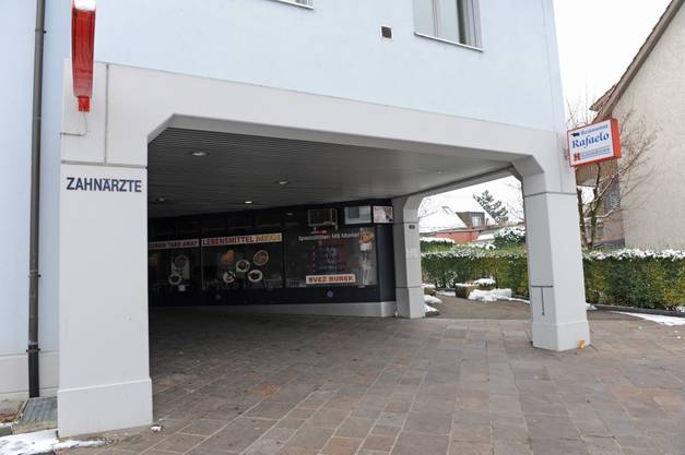 Das Restaurant befindet sich an guter Lage in Dübendorf - zwischen Zahnarzt und Denner.
