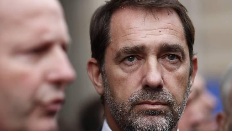 Frankreichs Innenminister Christophe Castaner hat nach der tödlichen Messerattacke von vergangener Woche Fehler eingeräumt. Einen Rücktritt lehnt er aber weiter ab. (Archivbild)