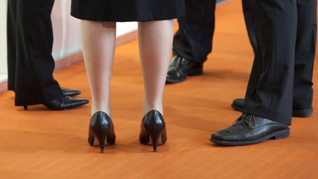 Deregulierungen statt Lohnkontrollen: Laut der Denkfabrik Avenir Suisse sollen Hürden aus dem Weg geschafft, um Frauen in ihren beruflichen Ambitionen zu unterstützen (Symbolbild).