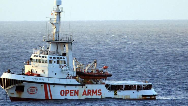 Die Lage auf dem spanischen Rettungsschiff ist laut Aussagen von Augenzeugen explosiv.