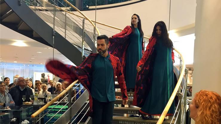 Spezieller Auftritt: Flamencos en route bei Ledergerber Mode in Baden. zvg