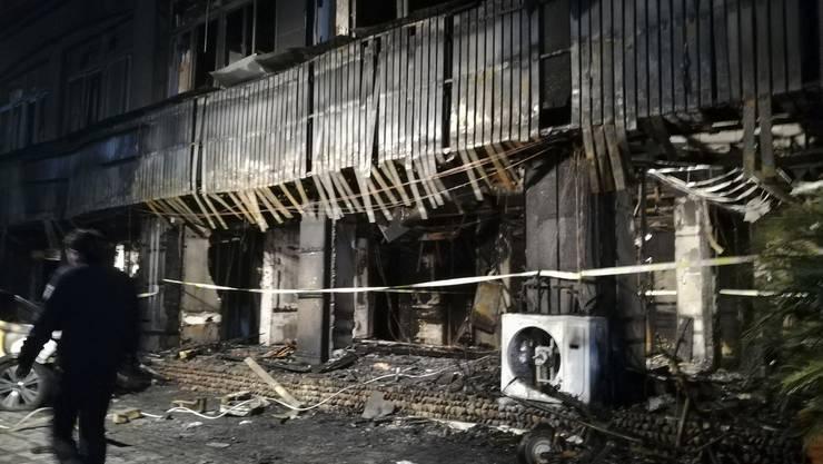 Die Kunden suchten Entspannung durch Massage, landeten aber in einem Inferno: Blick auf den ausgebrannten Massage-Salon in der Stadt Taizhou in der ostchinesischen Provinz Zhejiang.