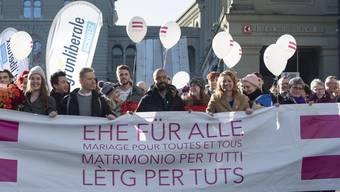 Der Nationalrat hat sie erhört: Demonstranten forderten am Valentinstag 2019 in Bern die Ehe für alle.