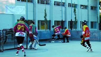 Action: Nur dank einem seriösen Training habt der Streethockeyclub Steckholz bereits seit 20 Jahren Bestand.