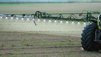 Bauern sollen weniger Pestizide spritzen und die Umwelt insgesamt weniger belasten. (Archivbild)