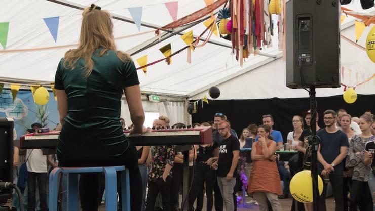 Fünf Bands präsentierten sich am vergangenen Wochenende im Jugendzelt. Eines der Angebote aus dem bunten Fächer.