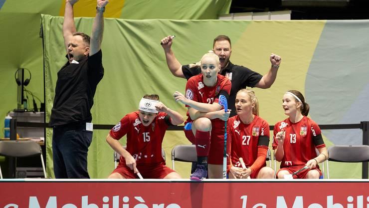 Sascha Rhyner (ganz links) bejubelt ein Tor der tschechischen Nationalmannschaft.