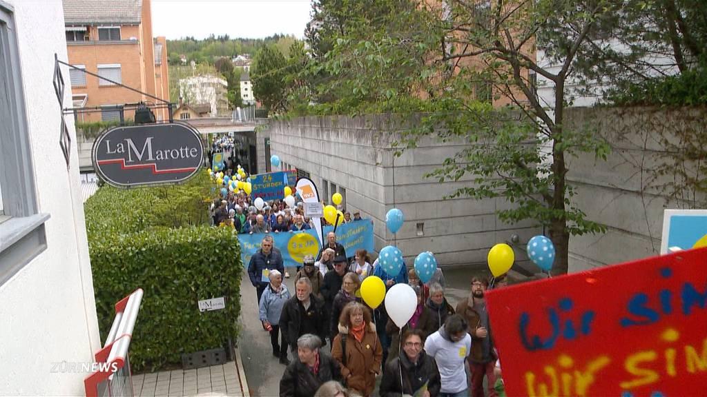 Demonstranten kämpfen für Spital Affoltern