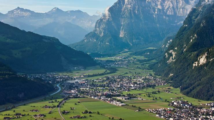 Luftaufnahme der Dörfer Niederurnen und Mollis mitten in der Gemeinde Glarus Nord, das Kerngebiet der BDP. Keystone