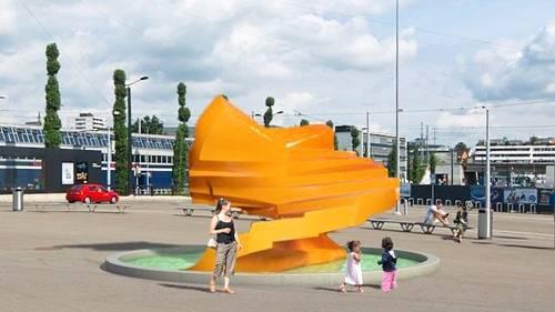 Das ehemalige Wahrzeichen des Escher-Wyss-Platzes, die orange Wasserplastik «Sirius» von Annemie Fontana, ist seit 22. Oktober 2012 in der Tramwendeschlaufe Messe/Hallenstadion aufgebaut.