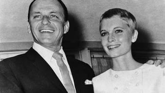 Ein Heiratsantrag-Ring von Frank Sinatra (links) wird in den USA versteigert werden. (Archivbild von 1966).