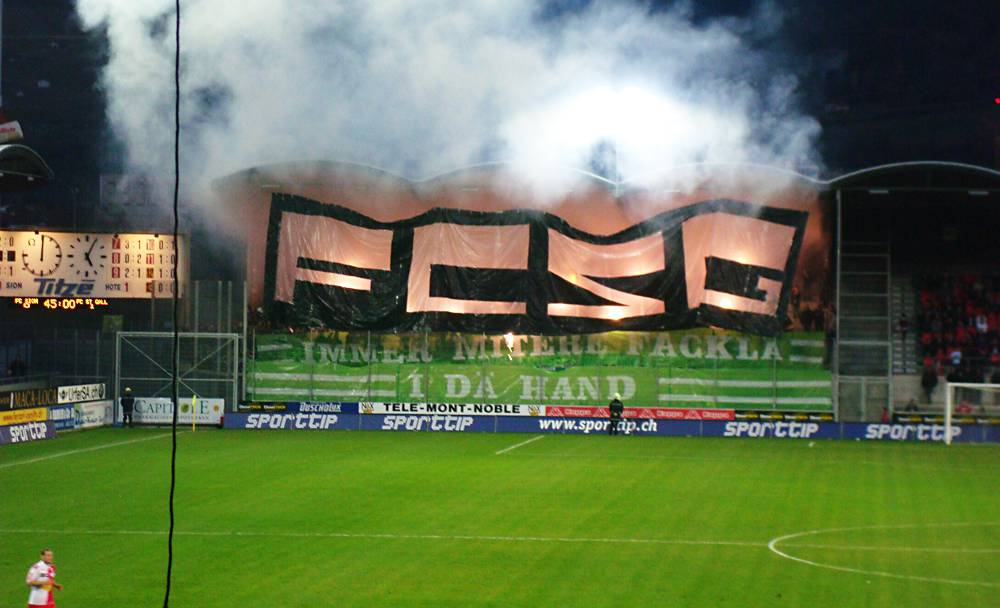 Fans zünden während dem Spiel FC Sion - FC St. Gallen bis zu 200 Petarden